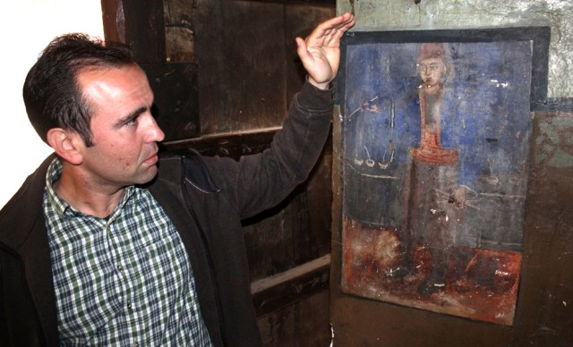 Ledenik Mayor Anton Krastev showing the newly found self-portrait of Zahari Zograf. Photo: Borba daily