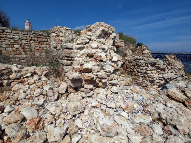 This 2014 photo shows the ruins of the Caria Fortress on Bulgaria's Black Sea coast, with the top of the 32-meter-tall Shabla Lighthouse visible in the background. Photo: BGNES