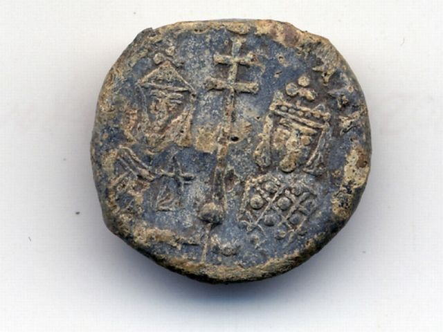 The back side of the newly found lead seal of Bulgarian Tsar St. Petar I (r. 927-969) shows the Emperor with his wife, Tsaritsa (Empress) Maria. Photo: Burgas Regional Museum of History