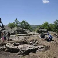 Archaeologists Find Roman Fortress, Early Christian Church at Prehistoric, Thracian Rock Shrine near Buglaria's Angel Voyvoda