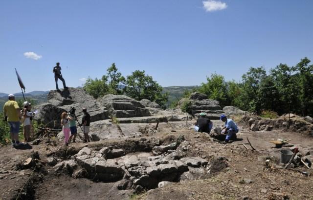 The prehistoric and Ancient Thracian rock shrine near Bulgaria's Angel Voivoda had a Roman fortress and an Early Christian church in the Late Antiquity, archaeologists have found. Photo: Mineralni Bani Municipality