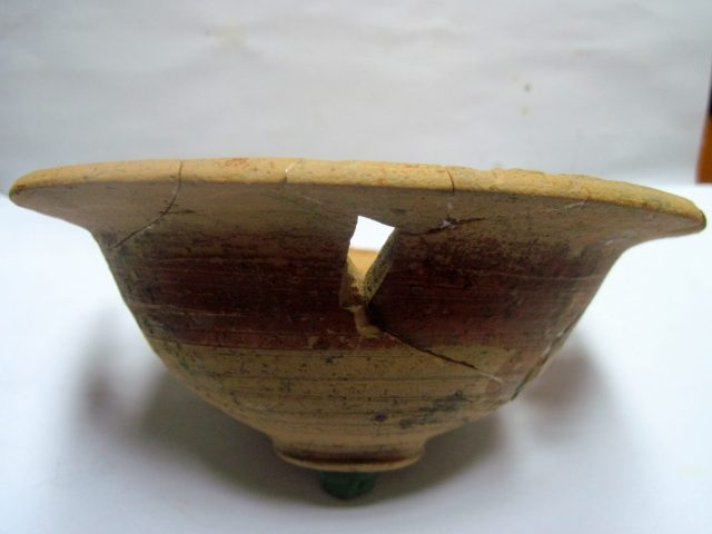A somewhat damaged shallow ceramic bowl is the other major artifacts that surviving the tomb's treasure hunting raid. Photos: General Toshevo Municipality