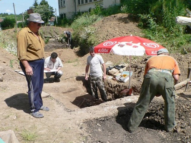 The Chalcolithic necropolis in Bulgaria's Kamenovo has been found underneath the yard of a former elementary school. Photo: archaeologist Dilen Dilov