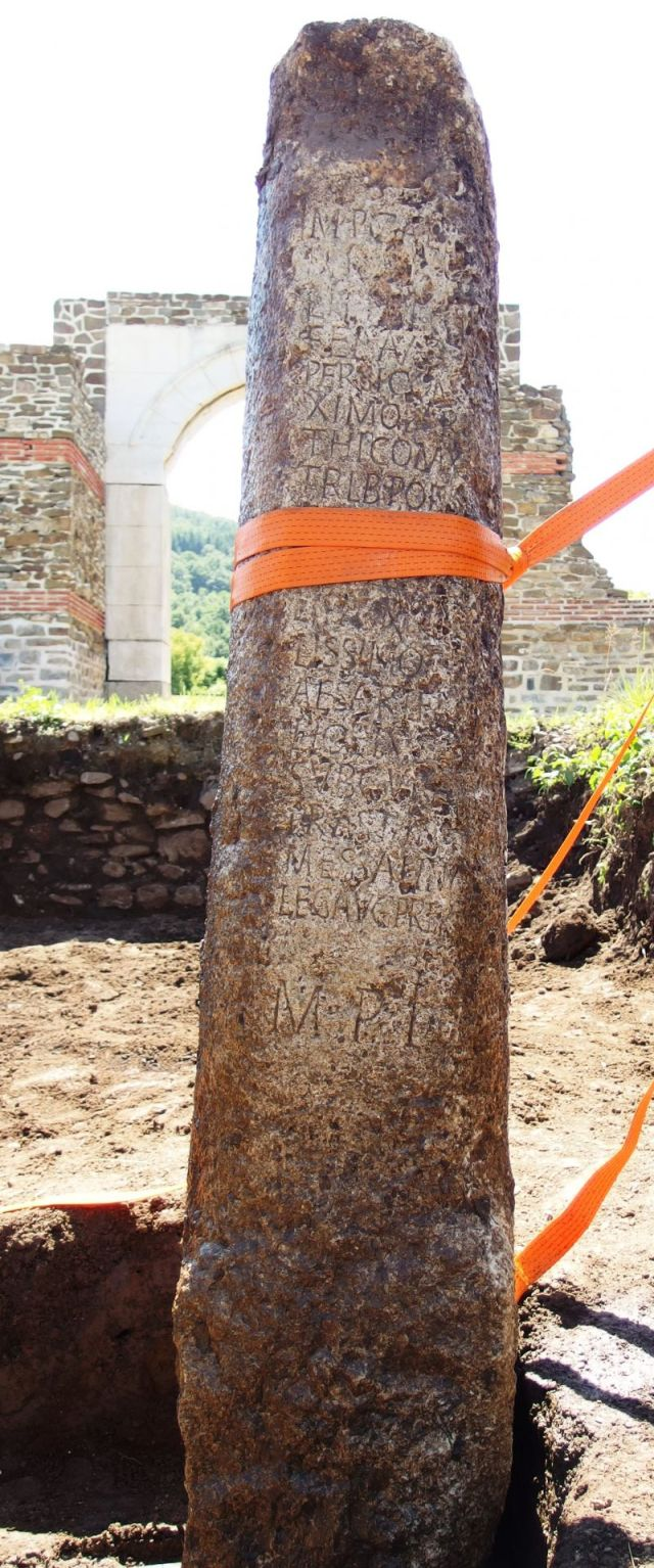 The newly discovered Roman stone pillar with an inscription is 2.2 meters tall, and probably dates back to 244 AD. Photos: National Museum of History