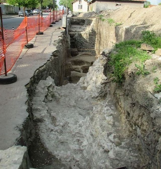 A file photo from the spring of 2015 showing newly exposed archaeological structures from Sexaginta Prista in Bulgaria's Ruse. Photo: Ruse Regional Museum of History