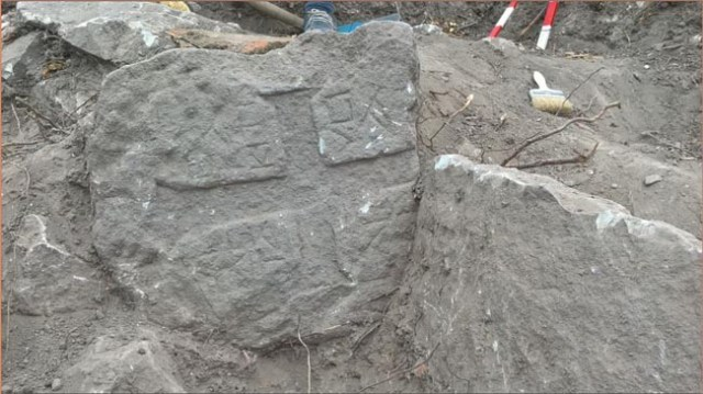A tomb stone with a cross and an inscription in Greek from the 9th-10th century has been found in necropolis around the basilica. Photo: Nov Zhivot daily