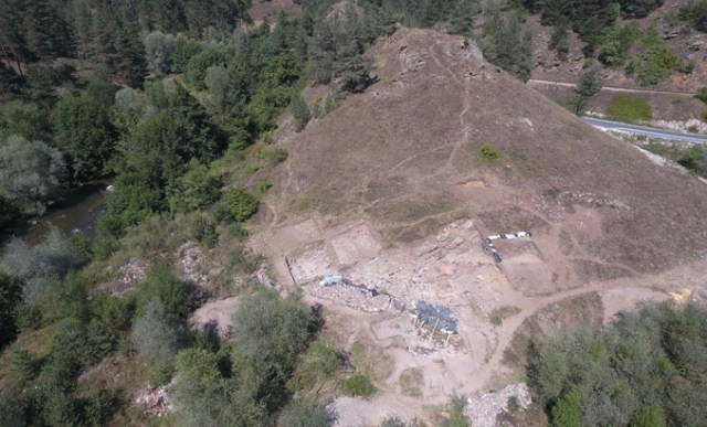 An aerial view of the archaeological site of the Bresto Bronze Age settlement in Southwest Bulgaria. Photo: New Bulgarian University