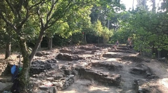 The ruins of the newly found 14th century inn, which might have also been a brothel, in the Kastritsi Fortress on Bulgaria's Black Sea coast. Photo: Trud daily