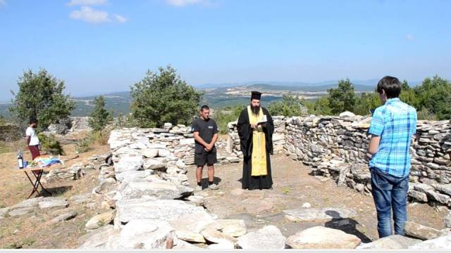 A Bulgarian Orthodox priest performs a memorial service at the medieval necropolis in Lyutitsa. Photo: Ivaylograd Municipality Facebook Page
