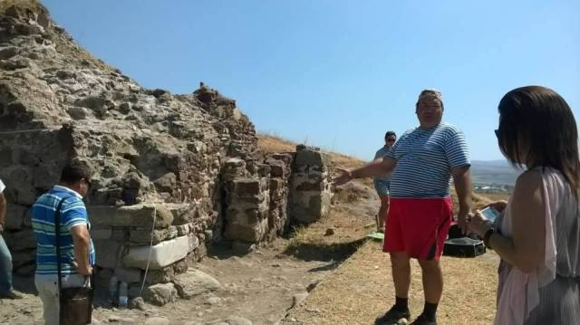 Milen Nikolov (right), lead archaeologist of the Rusocastro excavations and Director of the Burgas Regional Museum of History, shows the newly excavated main entrance of the medieval fortress. Photos: Burgas Regional Museum of History