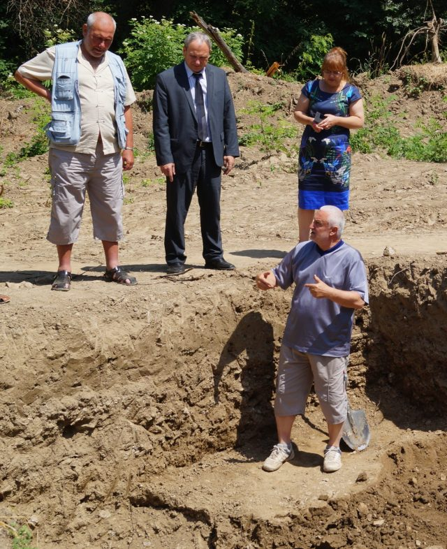 Archaeologists Konakliev (front, below), and Ovcharov (right) showing the newly exposed structures to Targovishte Mayor Darin Dimitrov. Photo: Targovishte Municipality