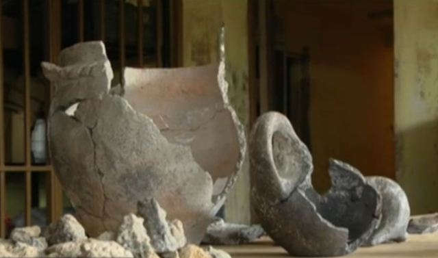 Bronze Age vessels dating back to 1,300 BC have been found in an ancient home in Pliska proving the early medieval Bulgarian capital was inhabited as early as the early period of Ancient Thrace. Photo: TV grab from BNT