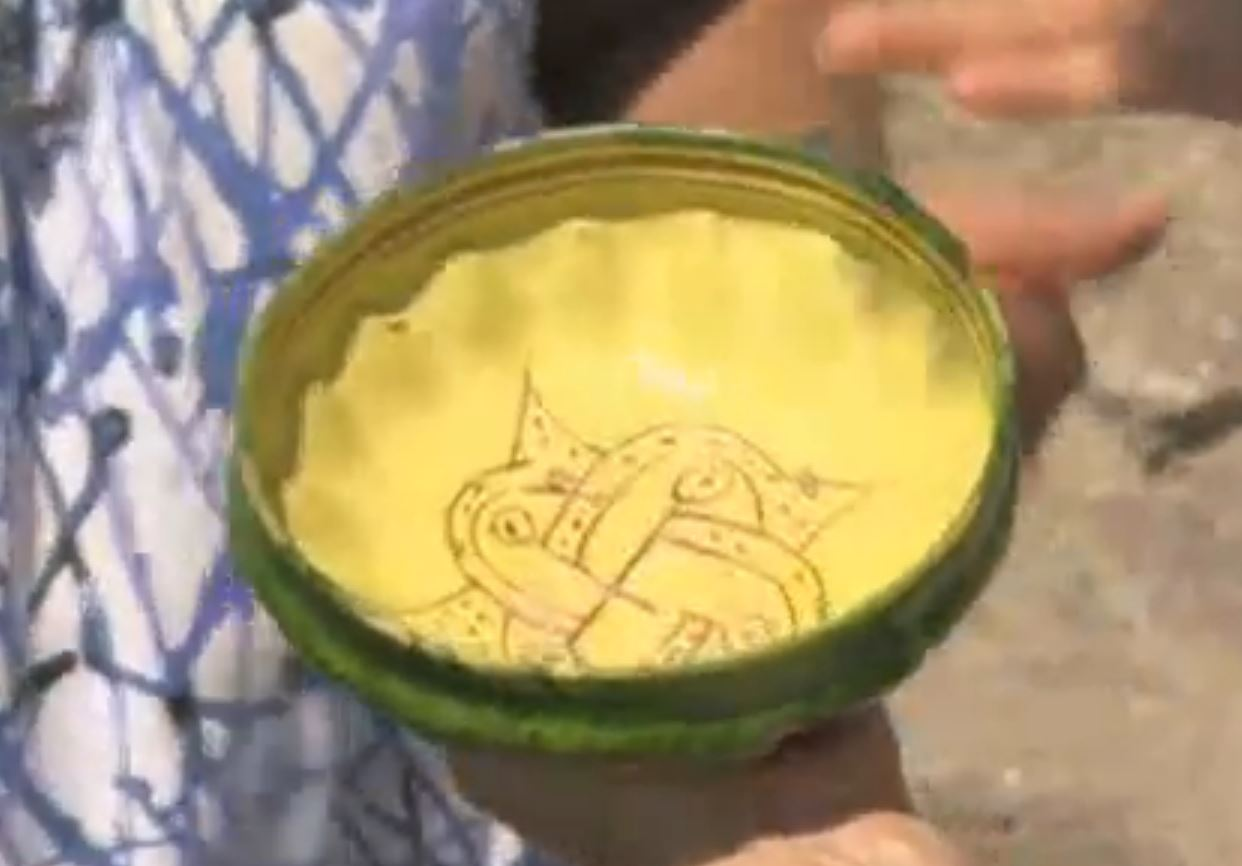 A colorful ceramic bowl discovered in one of the graves from the medieval Christian necropolis on Sozopol's Cape Stolets. Photo: TV grab from BNT