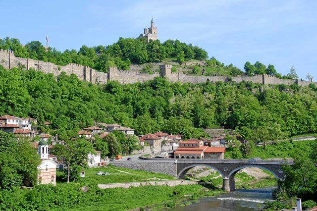 The better known landmark of Veliko Tarnovo, and the most popular cultural tourism site in Bulgaria, the Tsarevets Hill Fortress, whose restoration took place between 1930 and 1981. Photo: Veliko Tarnovo Municipality
