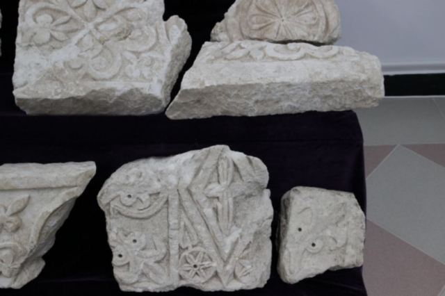 Newly found architectural fragments from the decoration of the imperial palace of the Bulgarian Tsars in Veliki Preslav. Photos: Shum
