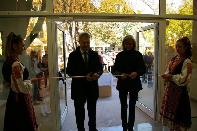Montana Mayor Zlatko Zhelev (left) and Museum Director Svetlana Stoilova opening the rehabilitated building. Photos: Montana Regional Museum of History
