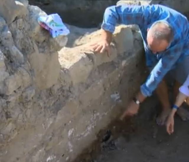 Polish archaeologist Piotr Dyczek points to the newly exposed layer with remains from the time when Novae was established as a Roman military camp, in the 40s-60s AD. Photo: TV grab from the Bulgarian National Television