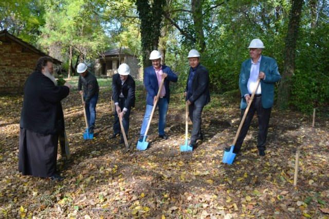 The ground-breaking ceremony for the Norway / EEA Grants-funded project for the restoration of the Ancient Roman ceramics factory in Bulgaria's Pavlikeni. Photo: Pavlikeni Municipality