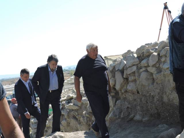 Lead archaeologist Vasil Nikolov (right) showing Bulgaria's Culture Minister Vezhdi Rashidov (left, behind him) around the Salt Pit town. Photos: Provadiya - Solnitsata Prehistoric Settlement Facebook Page