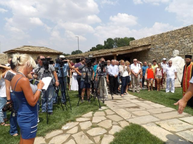 The ceremony marking the 1,100th year since the dormition of St. Kliment Ohridski in the Yard of the Cyrillic Alphabet in Bulgaria's Pliska. Photos: Targovishte District Administration