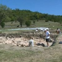 6,500-Year-Old Skeleton Discovered in Chalcolithic Settlement with Pottery Workshop near Bulgaria's Suvorovo