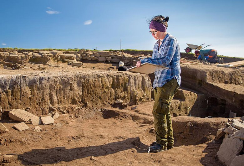 Mandy Dailly planning at the Ness of Brodgar excavation in 2019. (Tim Winterburn)