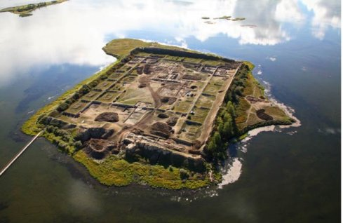 1300-year-old-fortress-like-structure-siberian-lake900510063825096223.jpg