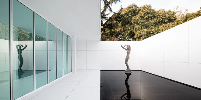 Mies Missing Materiality Installation / Anna & Eugeni Bach