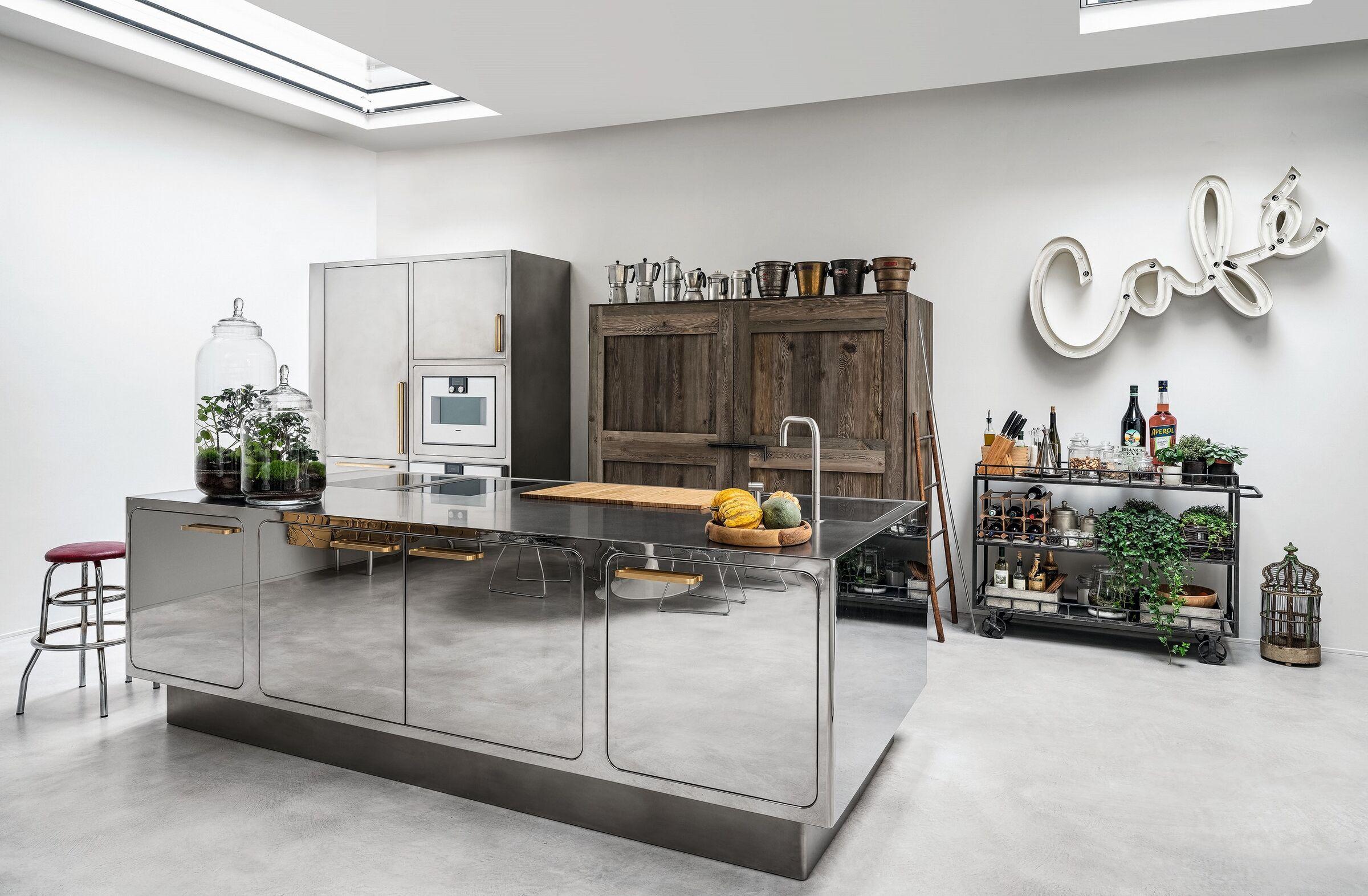 Architetto, laureato a firenze in progettazione urbana, coordina le attività dello studio. Loft Firenze Abimis Archello