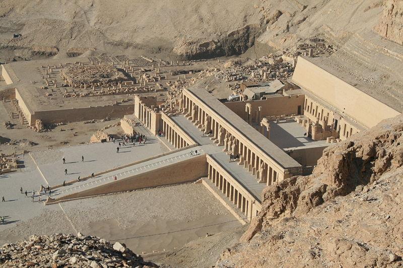 Les restes du temple funéraire perdu du pharaon Thoutmosis Ier dormaient dans un entrepôt