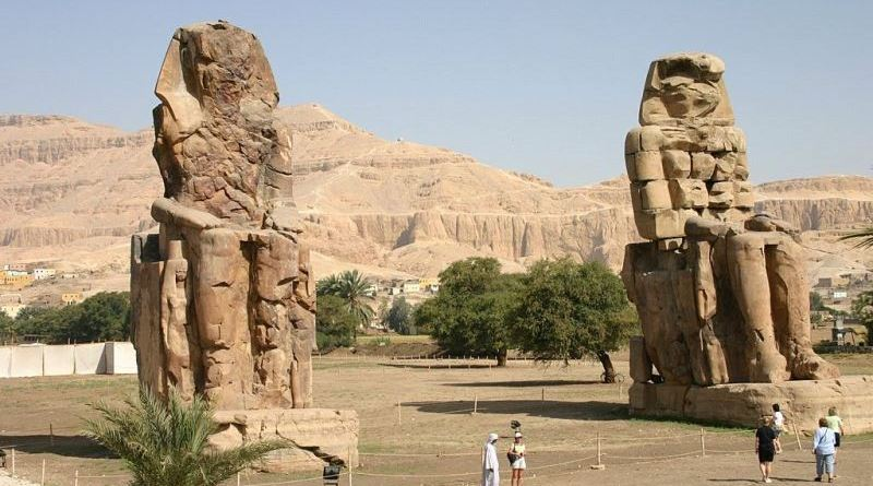 colosses memnon temple funeraire aménophis III