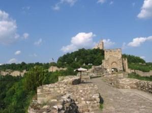 entree-citadelle-tsars-bulgares.jpg