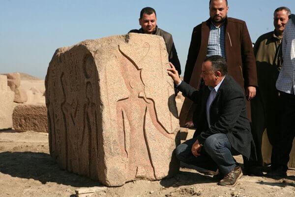 Stèle du pharaon Ramsès II retrouvée sur le site archéologique de Tanis