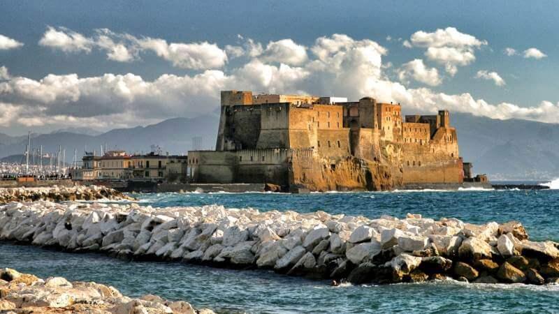 Découverte des ruines d'un port antique submergé de Naples