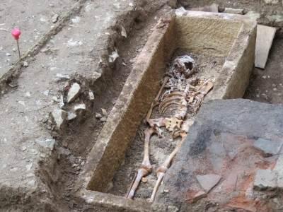ossements-sarcophage-merovingien-cahors