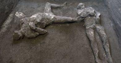 Deux victimes de l'éruption du Vésuve retrouvées près de Pompéi.