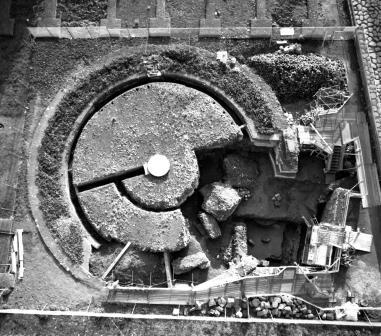 Il tempietto flavio e la ricostruzione della Meta Sudans  ROMA  VALLE DEL COLOSSEO  PALATINO