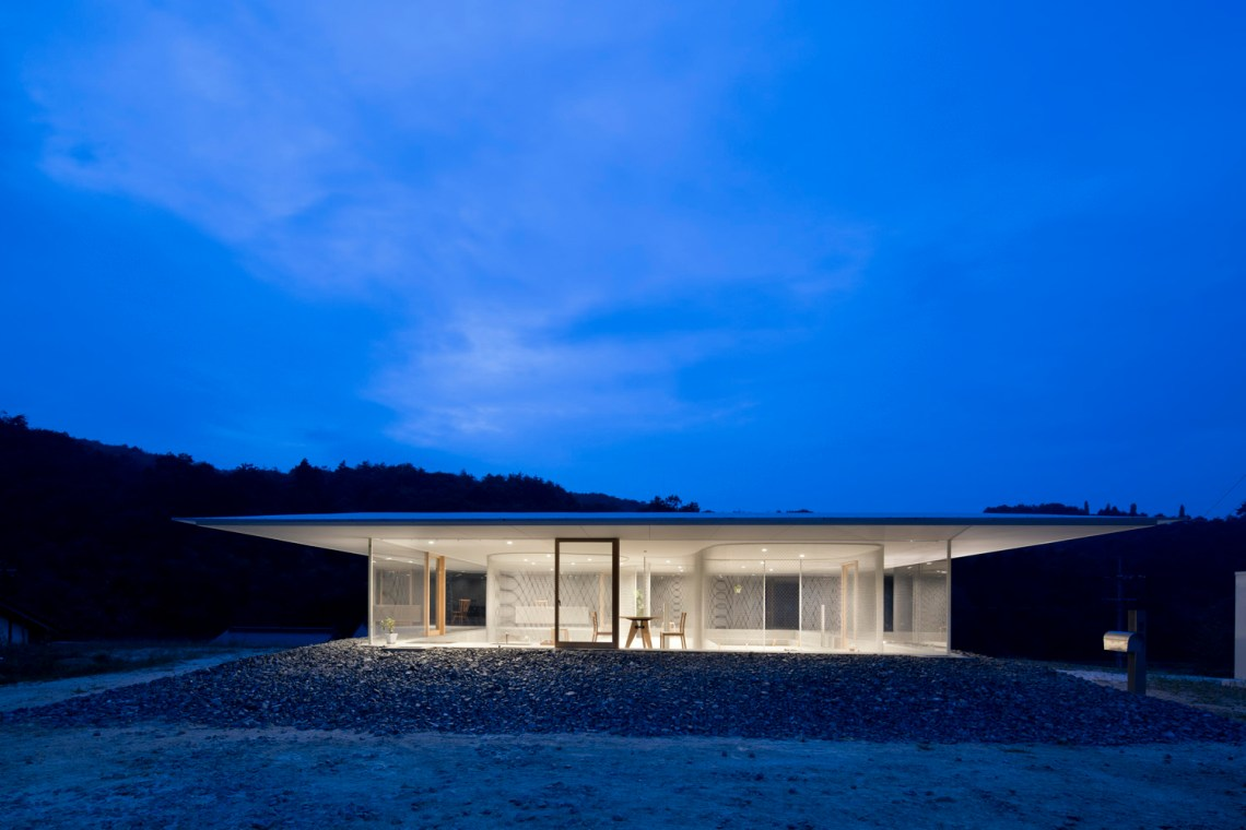 Night View of the House - Hiroshima Hut / Suppose Design Office