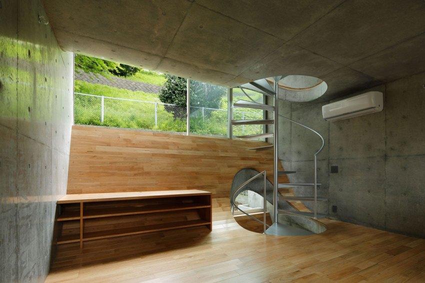 Curved floors made of wood and Concrete - House in Byoubugaura / Takeshi Hosaka Architects