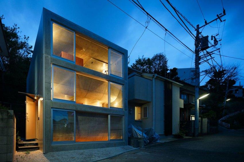 Night View Facade of the House in Byoubugaura / Takeshi Hosaka Architects