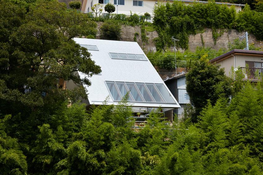 Slope House in Kobe by Tomohiro Hata