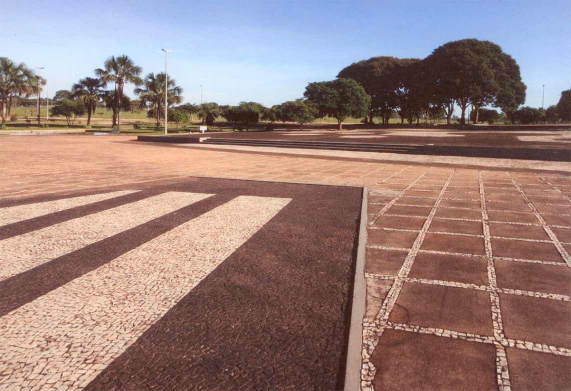 Garden of the Ministry of the Army in Brasília / Roberto Burle Max