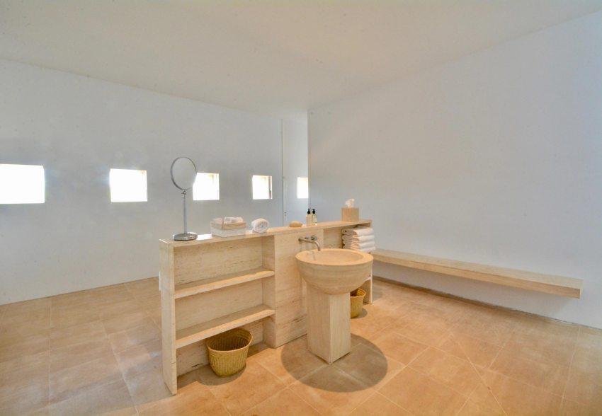 Minimalist bathroom by John Pawson