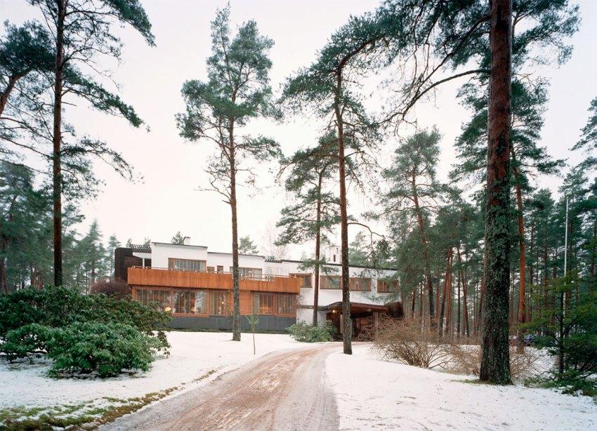 Access to Villa Mairea by Alvar Aalto