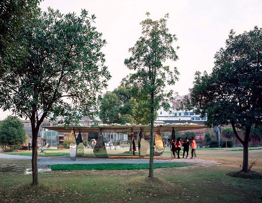 Blossom Pavilion / Atelier Deshaus