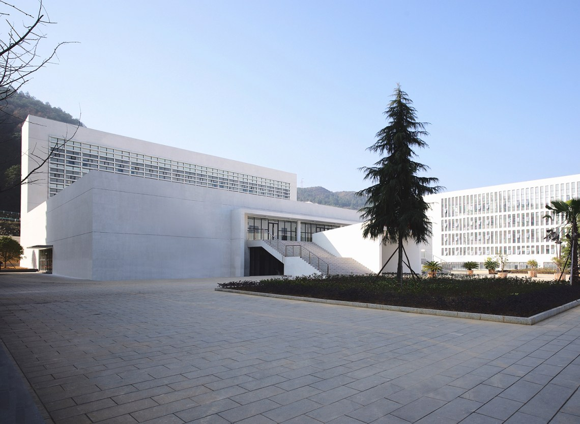 Access and Patio to the Dushan School Complex by West-line studio