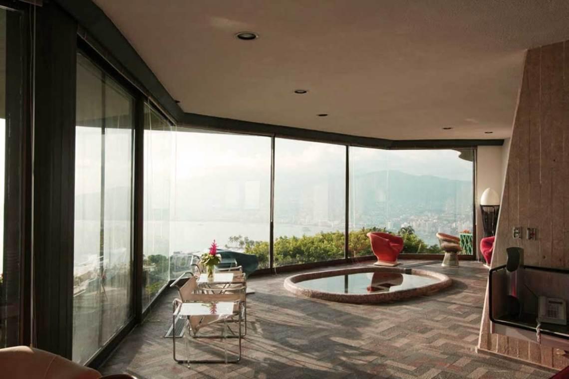Arango Marbrisa House by John Lautner living room