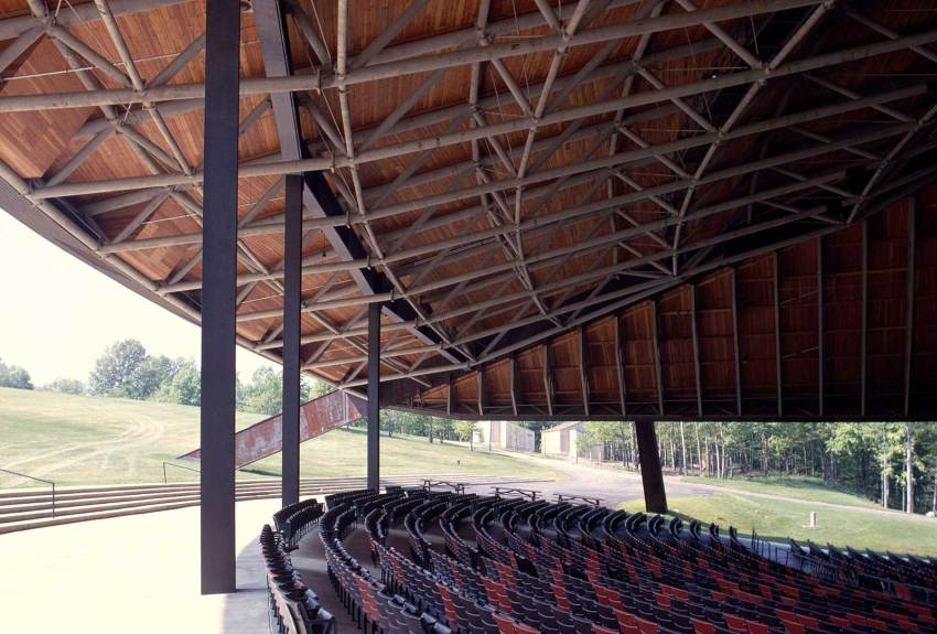 Interior of the amphitheater Blossom Music Center in Cuyahoga Valley / Peter van Dijk