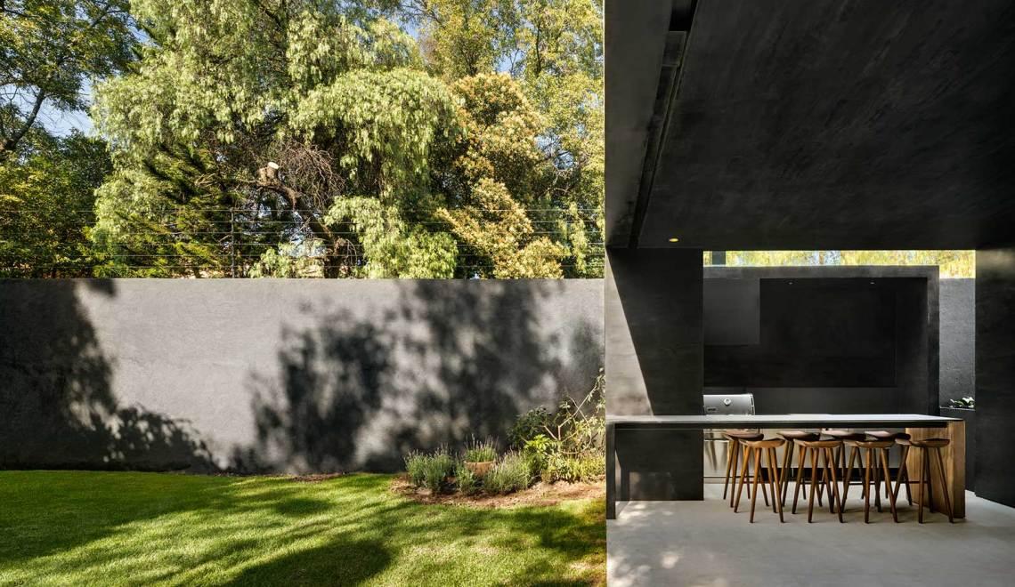 Patio Lluvia House in Mexico / PPAA Pérez Palacios Arquitectos Asociados