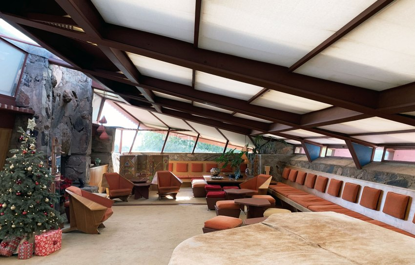 Interior living room of Taliesin West in Arizona / Frank Lloyd Wright
